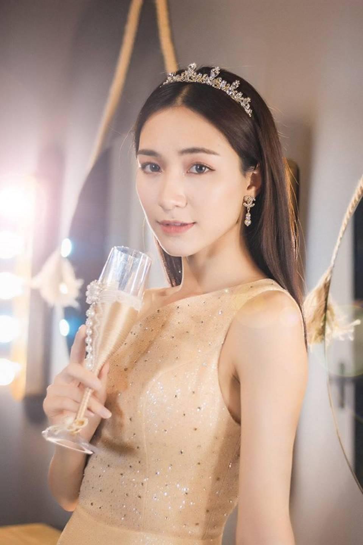 Hòa Minzy lại thả thính fans với bộ ảnh đẹp kiêu sa cùng nụ cười tít mắt-6