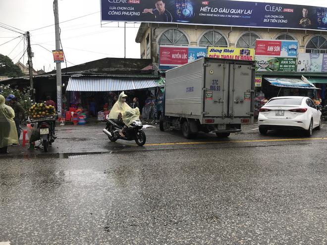 Vụ chặt tay tài xế ô tô: Đã bắt được hung thủ là người đi xe máy-2