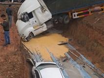 Tránh xe tải trước mặt, xe bồn mất lái lao qua dải phân cách rồi đâm trúng 3 ô tô con bên đường