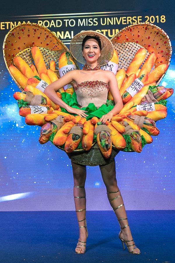 Bị chê tơi tả nhưng Bánh Mì của HHen Niê đã lọt Top 4 trang phục hấp dẫn nhất-4