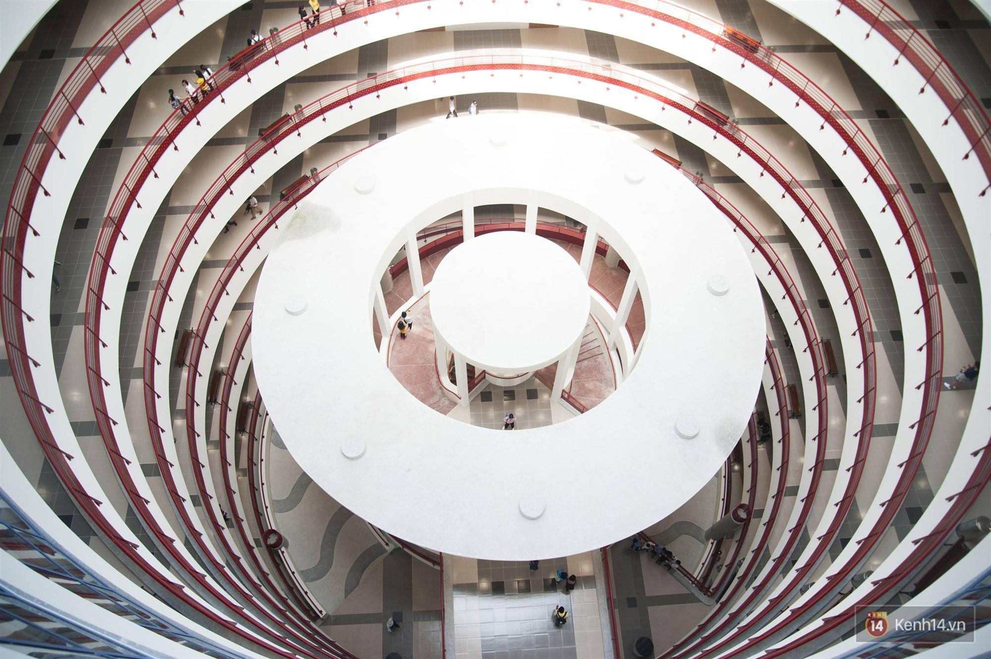 Xịn như Kinh tế Quốc dân: Dựng không gian checkin Noel sang như khách sạn bên trong toà nhà thế kỷ 96.000 m2 với 17 thang máy!-4