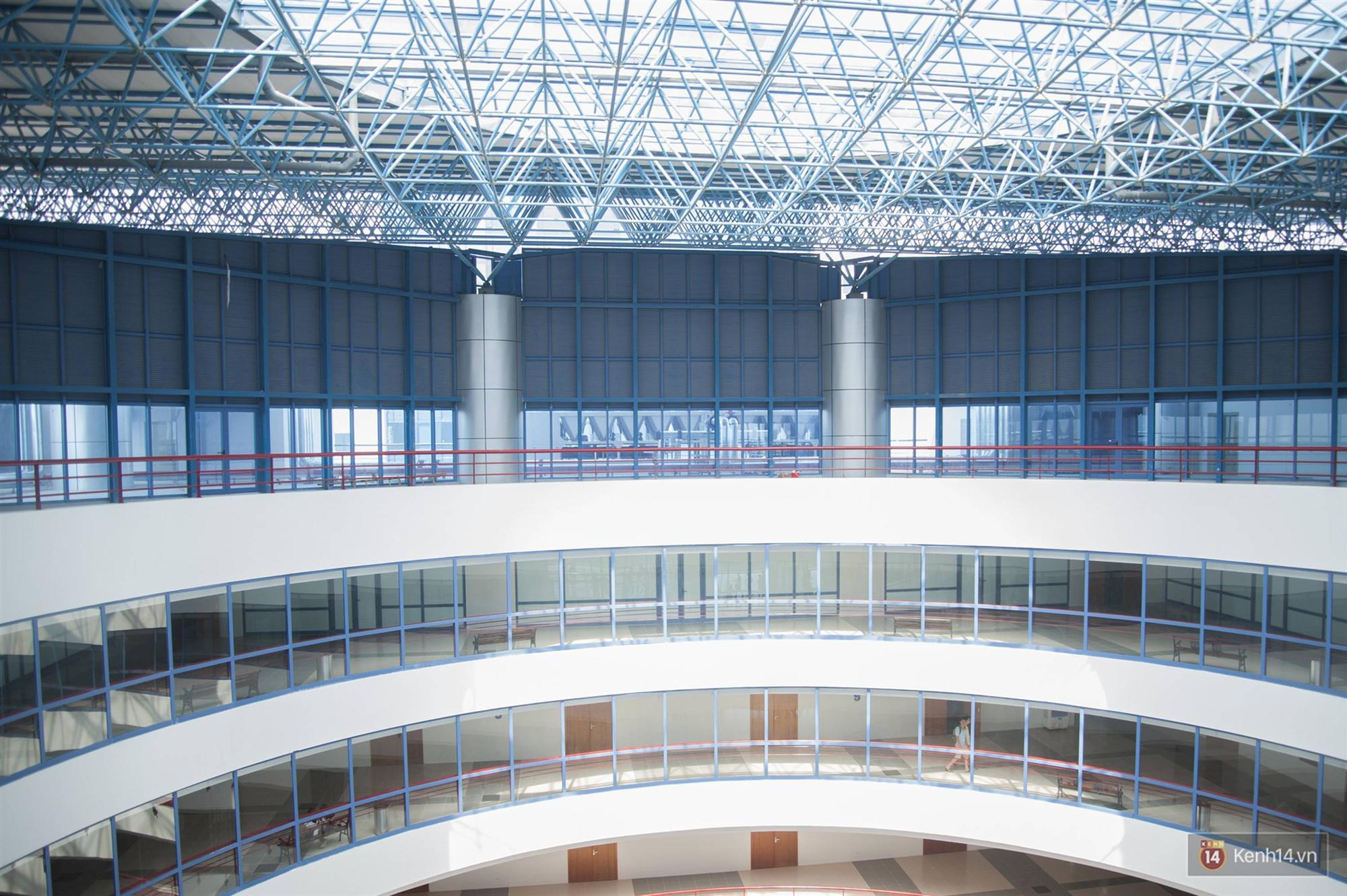 Xịn như Kinh tế Quốc dân: Dựng không gian checkin Noel sang như khách sạn bên trong toà nhà thế kỷ 96.000 m2 với 17 thang máy!-5