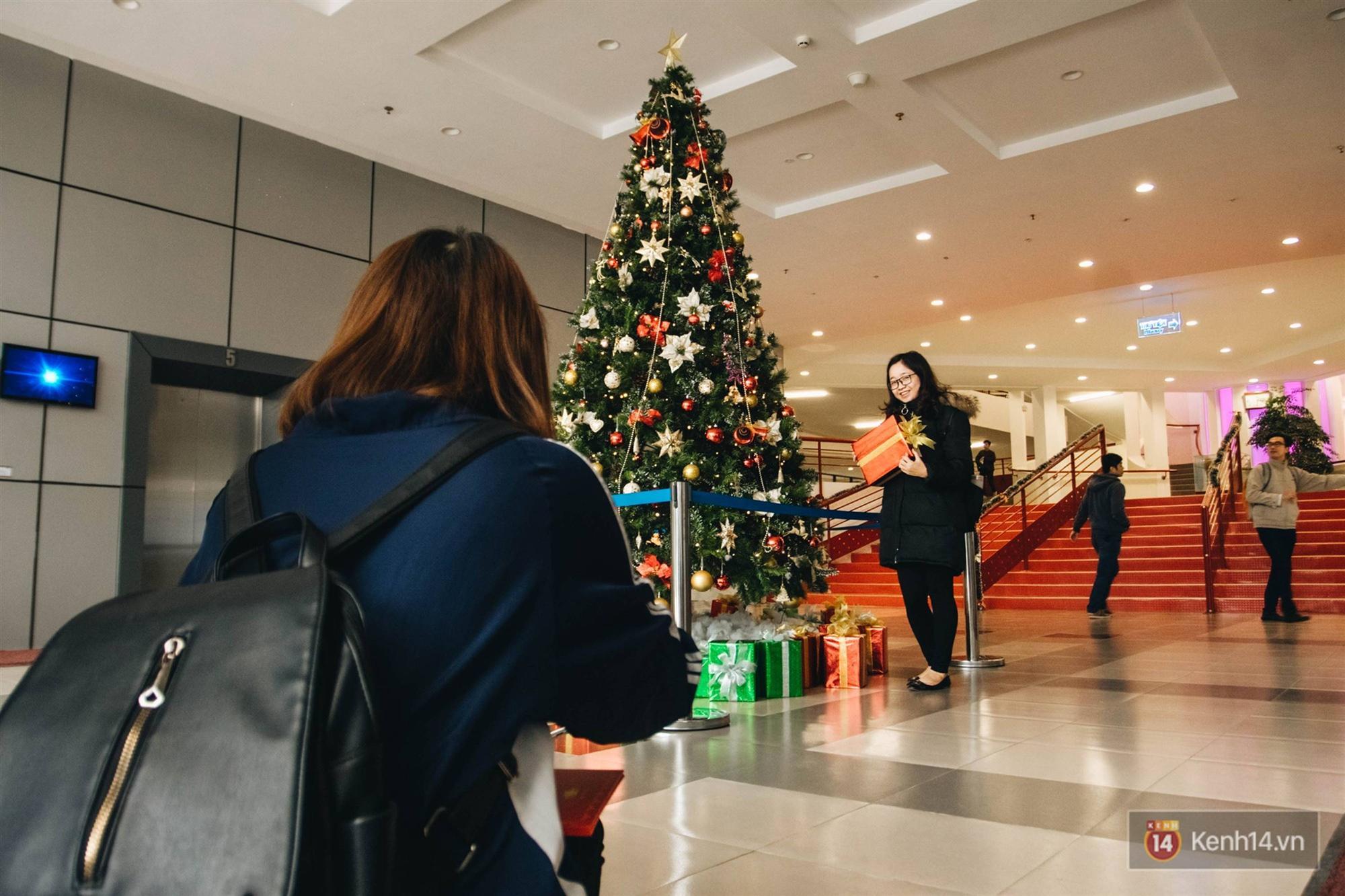 Xịn như Kinh tế Quốc dân: Dựng không gian checkin Noel sang như khách sạn bên trong toà nhà thế kỷ 96.000 m2 với 17 thang máy!-15
