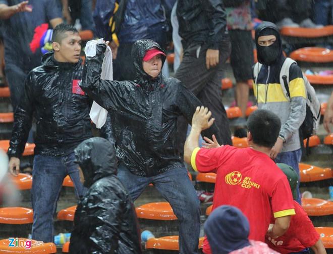 CĐV Việt Nam bị đuổi đánh khi tới Malaysia xem trận chung kết AFF Cup?-2