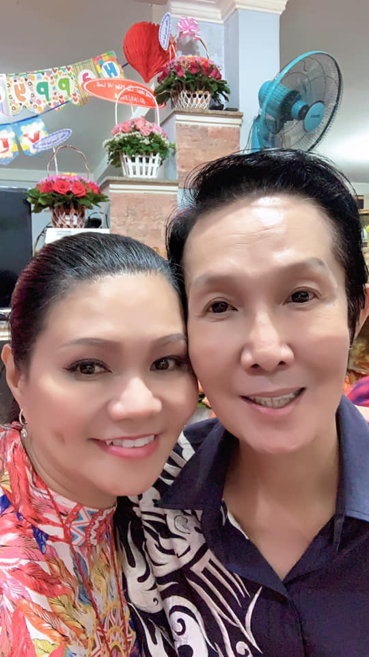 Nghệ sĩ Ngọc Huyền đến chúc mừng sinh nhật NSƯT Vũ Linh sau tin đồn xích mích-3