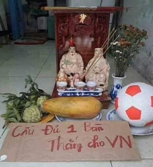 Ảnh chế các nhà tiên tri hài hước trước giờ bóng lăn trận chung kết lượt đi Việt Nam - Malaysia gây sốt-2