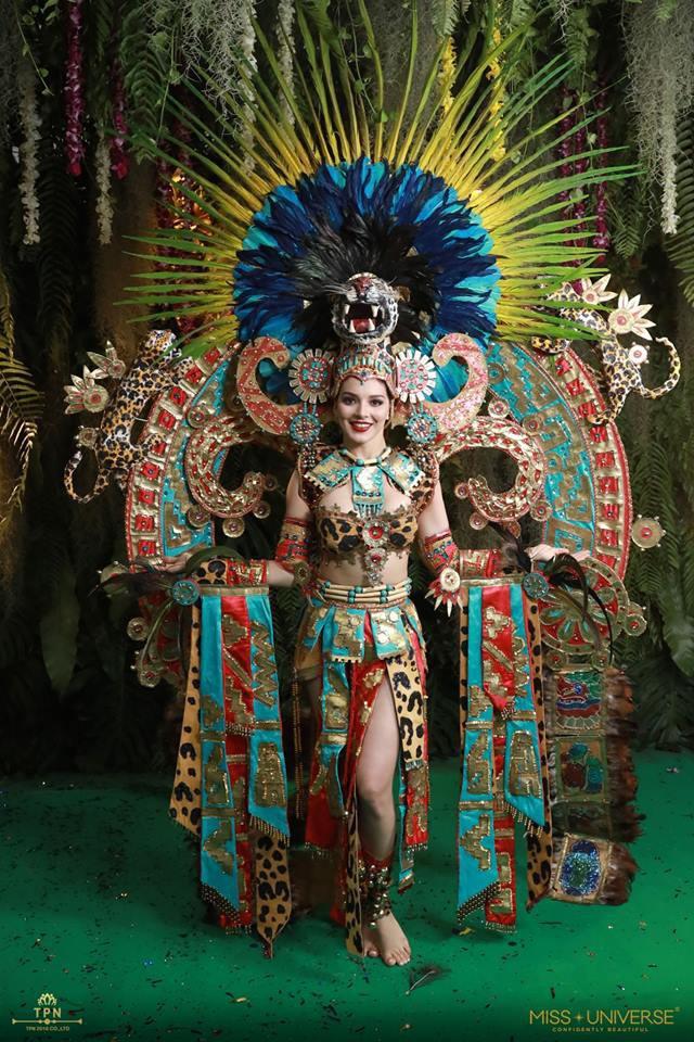 Ngoài Bánh mì của HHen Niê, đây là những bộ trang phục dân tộc chặt chém nhất sân khấu Miss Universe 2018-5