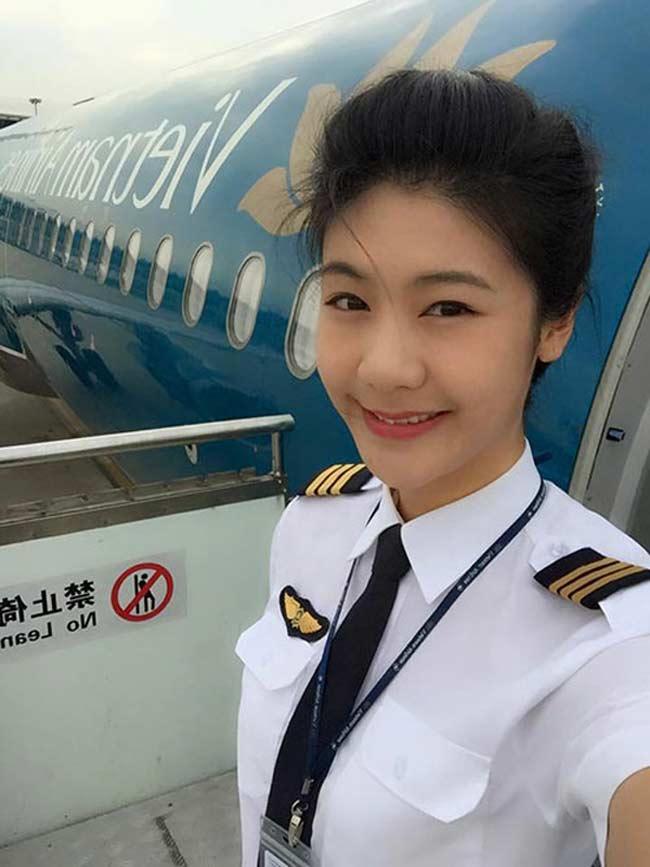 2 nữ phi công xinh nhất Việt Nam đọ nhan sắc quyến rũ, vạn người mê-12