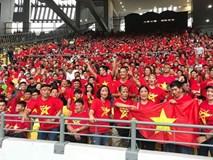 Vượt gió mưa, hàng nghìn cổ động viên có mặt tại sân Bukit Jalil tiếp lửa cho đội tuyển Việt Nam