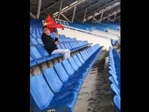 VIDEO: Chết cười với nam thanh niên nhầm lịch chung kết, một mình đội mưa tới sân Mỹ Đình cổ vũ ĐTVN