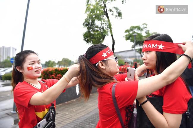 CĐV Việt Nam hụt hẫng khi ĐT Malaysia gỡ hòa 2 - 2 trong hiệp 2 trận chung kết AFF Cup 2018-69