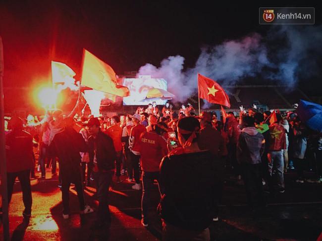 CĐV Việt Nam hụt hẫng khi ĐT Malaysia gỡ hòa 2 - 2 trong hiệp 2 trận chung kết AFF Cup 2018-47
