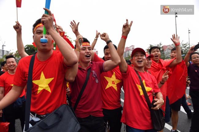 CĐV Việt Nam hụt hẫng khi ĐT Malaysia gỡ hòa 2 - 2 trong hiệp 2 trận chung kết AFF Cup 2018-66