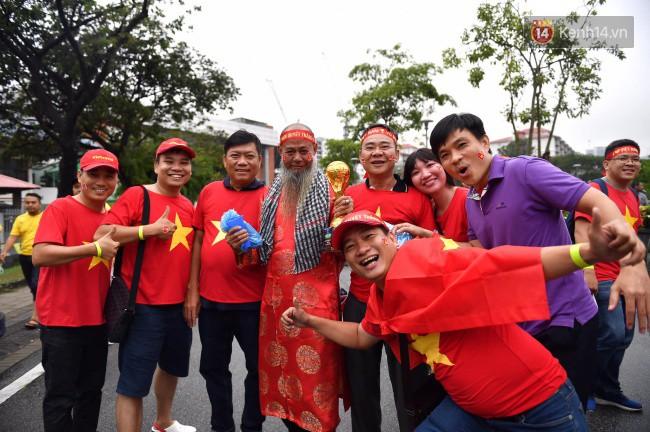 CĐV Việt Nam hụt hẫng khi ĐT Malaysia gỡ hòa 2 - 2 trong hiệp 2 trận chung kết AFF Cup 2018-65