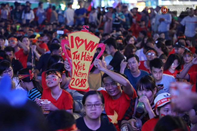 CĐV Việt Nam hụt hẫng khi ĐT Malaysia gỡ hòa 2 - 2 trong hiệp 2 trận chung kết AFF Cup 2018-39