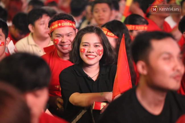 CĐV Việt Nam hụt hẫng khi ĐT Malaysia gỡ hòa 2 - 2 trong hiệp 2 trận chung kết AFF Cup 2018-40