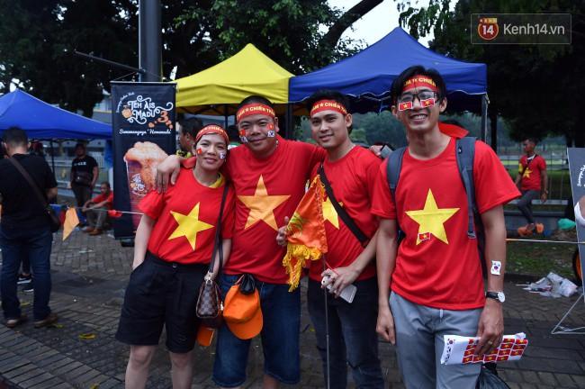 CĐV Việt Nam hụt hẫng khi ĐT Malaysia gỡ hòa 2 - 2 trong hiệp 2 trận chung kết AFF Cup 2018-63