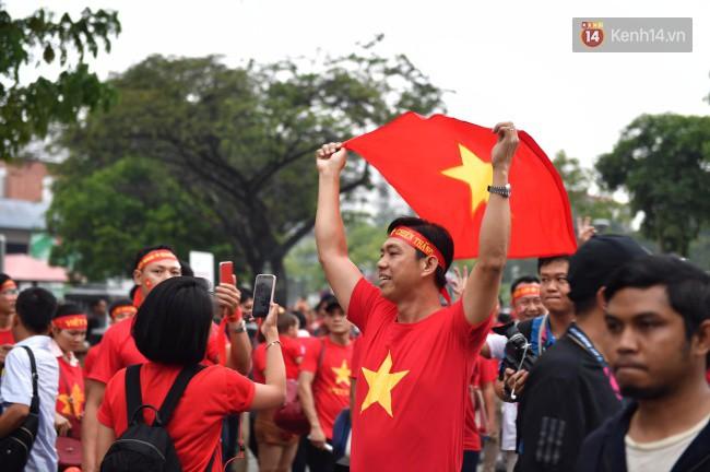 CĐV Việt Nam hụt hẫng khi ĐT Malaysia gỡ hòa 2 - 2 trong hiệp 2 trận chung kết AFF Cup 2018-62