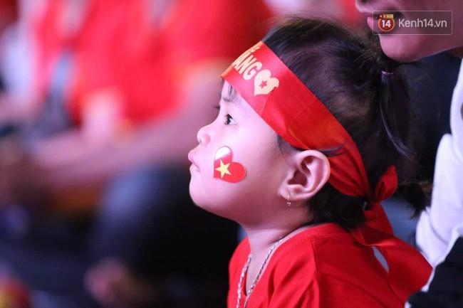 CĐV Việt Nam hụt hẫng khi ĐT Malaysia gỡ hòa 2 - 2 trong hiệp 2 trận chung kết AFF Cup 2018-42