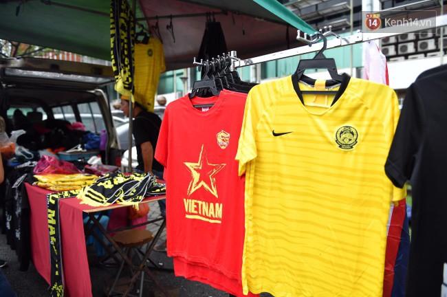 CĐV Việt Nam hụt hẫng khi ĐT Malaysia gỡ hòa 2 - 2 trong hiệp 2 trận chung kết AFF Cup 2018-68