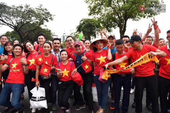 CĐV Việt Nam hụt hẫng khi ĐT Malaysia gỡ hòa 2 - 2 trong hiệp 2 trận chung kết AFF Cup 2018-31