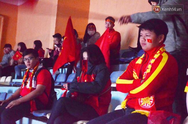 CĐV Việt Nam hụt hẫng khi ĐT Malaysia gỡ hòa 2 - 2 trong hiệp 2 trận chung kết AFF Cup 2018-73