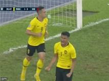 Húc ngã Văn Lâm trong pha rút ngắn tỉ số, cầu thủ Malaysia bị dân mạng lên án mạnh mẽ