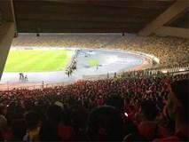 Éo le hơn cả Đức Chinh chính là CĐV bỏ tiền sang tận Malaysia xem chung kết mà chỉ nhìn được... nửa sân
