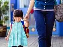 Trẻ mẫu giáo được mẹ đón sớm và muộn sau giờ học, 10 năm sau thấy khác biệt rõ rệt