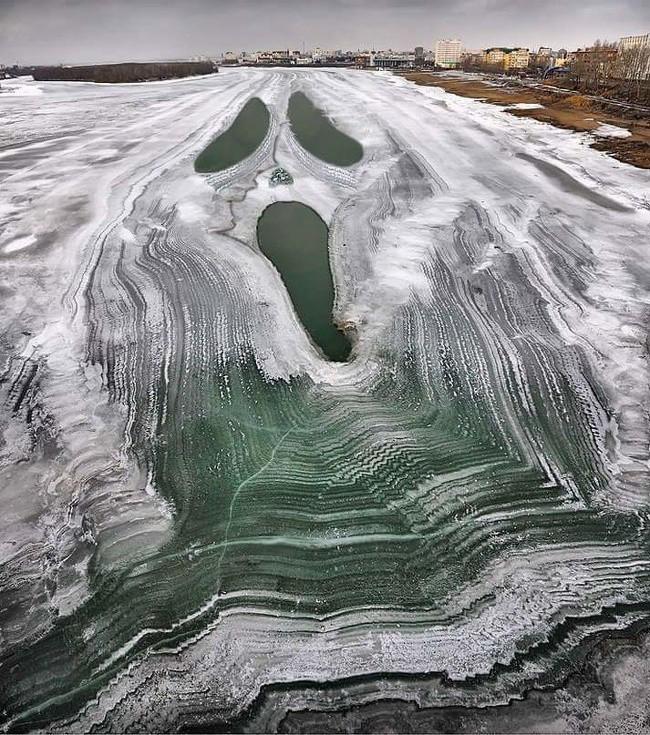 Chùm ảnh rét muôn nơi: Chỉ nhìn thôi đã khiến bạn run cầm cập vì cái giá lạnh tưởng như cả thế giới đóng băng-9