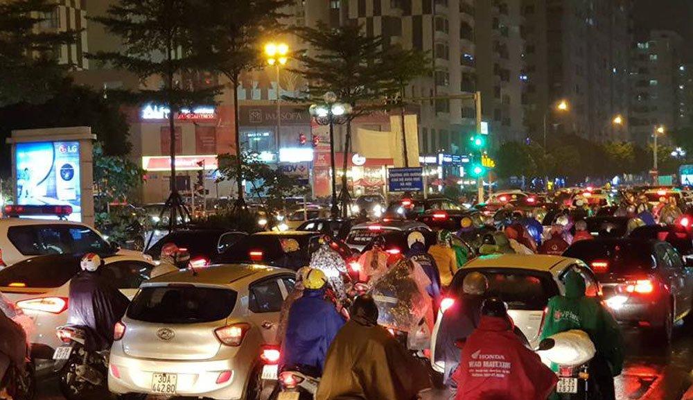Dòng xe vô tận tê liệt trong mưa rét tầm tã khắp ngả Hà thành-10