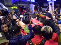 Hành động nhỏ tại sân bay khiến CĐV, cầu thủ thêm nể HLV Park Hang Seo