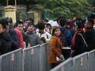 Bất chấp rét mướt, nhiều người vẫn xếp hàng từ 5h ở VFF chờ nhận vé trận chung kết