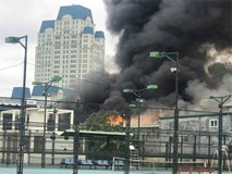 Cháy lớn gần trụ sở VFF đúng lúc vẫn đang có nhiều người hâm mộ xếp hàng chờ lấy vé trận chung kết