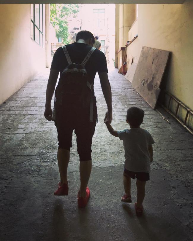 Tố Thu Quỳnh gây khó dễ trong việc gặp con, Chí Nhân đối xử với con trai thế nào sau khi ly hôn?-19