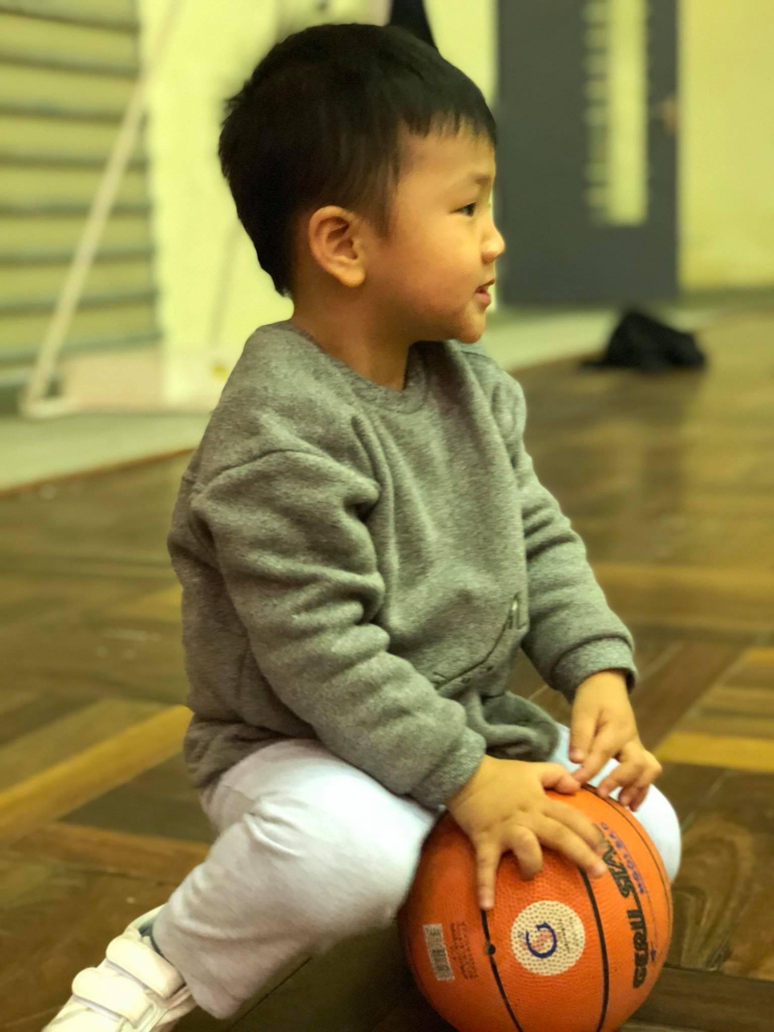 Tố Thu Quỳnh gây khó dễ trong việc gặp con, Chí Nhân đối xử với con trai thế nào sau khi ly hôn?-9
