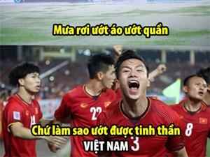 Mưa rơi ướt áo ướt quần/ Làm sao ướt được tinh thần Việt Nam