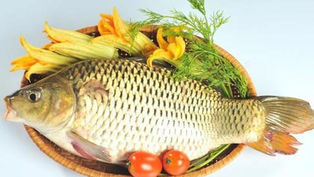 Chuyên gia cảnh báo: Sai lầm khi ăn cá chép có thể gây ngộ độc, hại gan-1