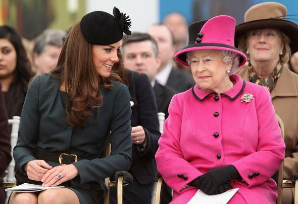 Nữ hoàng Anh từng ngăn cản chuyện hôn nhân của William, chỉ chấp nhận Kate làm cháu dâu khi đáp ứng yêu cầu này-2