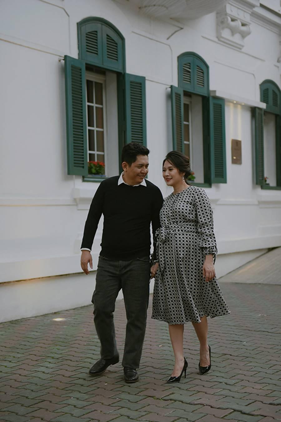 """Bà bầu"""" Thanh Thúy đẹp rạng ngời cùng chồng dạo phố Hà Nội-5"""
