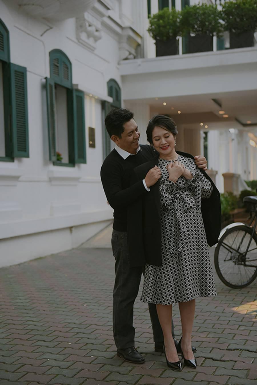 """Bà bầu"""" Thanh Thúy đẹp rạng ngời cùng chồng dạo phố Hà Nội-6"""