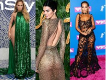 """""""Thả rông"""", hở nửa người: Đây là những bộ váy khêu gợi nhất thế giới năm 2018"""
