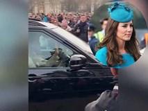 Công nương Kate gây sốt khi một mình lái xe