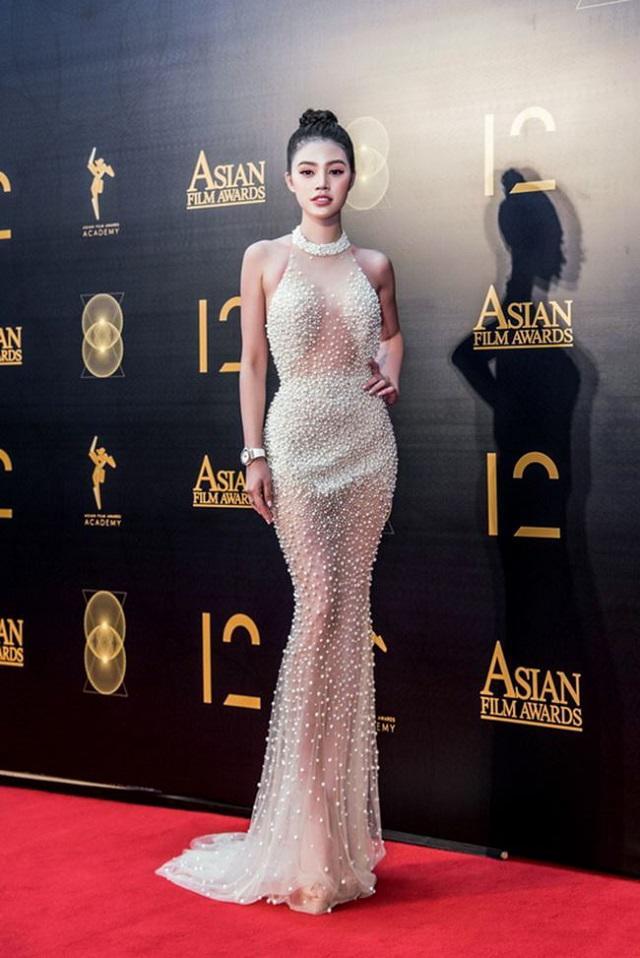 Đỏ mặt trước trang phục gắn mác 18+ của sao Việt, Elly Trần chưa phải là bạo nhất-6