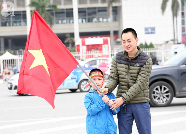 Hàng nghìn CĐV đã đến SVĐ Mỹ Đình sớm sẵn sàng tiếp lửa cho đội tuyển Việt Nam-2