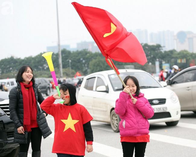 Hàng nghìn CĐV đã đến SVĐ Mỹ Đình sớm sẵn sàng tiếp lửa cho đội tuyển Việt Nam-3
