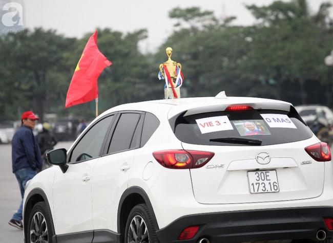 Hàng nghìn CĐV đã đến SVĐ Mỹ Đình sớm sẵn sàng tiếp lửa cho đội tuyển Việt Nam-11