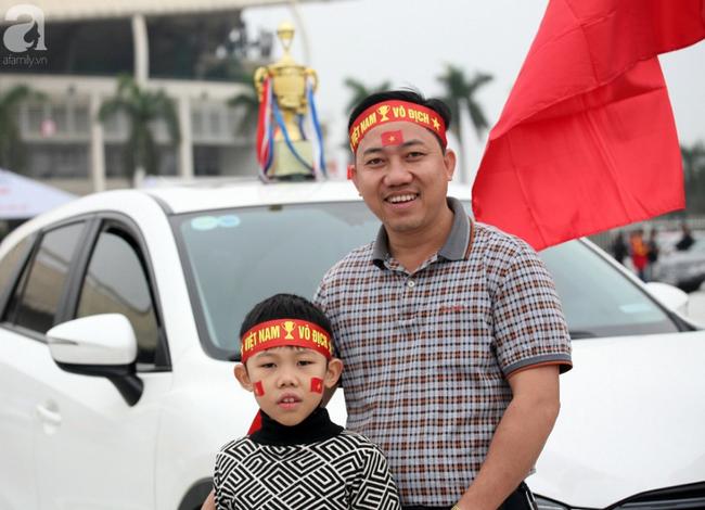 Hàng nghìn CĐV đã đến SVĐ Mỹ Đình sớm sẵn sàng tiếp lửa cho đội tuyển Việt Nam-7