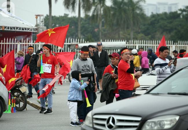 Hàng nghìn CĐV đã đến SVĐ Mỹ Đình sớm sẵn sàng tiếp lửa cho đội tuyển Việt Nam-8