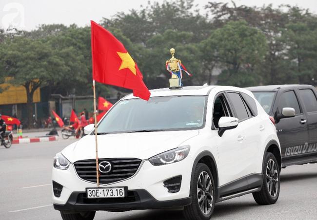 Hàng nghìn CĐV đã đến SVĐ Mỹ Đình sớm sẵn sàng tiếp lửa cho đội tuyển Việt Nam-10